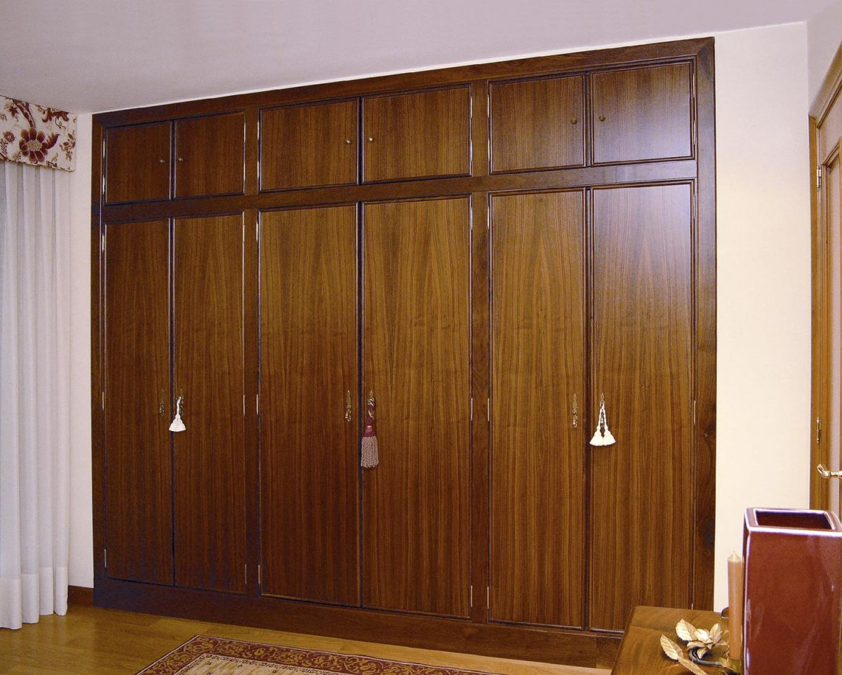 Galer a trabajos realizados ebanisteria hermanos for Roperos de madera para dormitorios